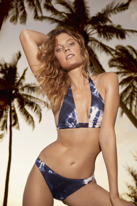 Bikinis y bañadores 'tie dye', el traje de baño que arrasa este verano 2020