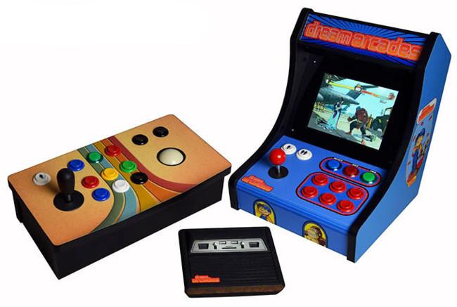 Revive toda la magia de los videojuegos retro con esta pequeña consola con aspecto de Atari