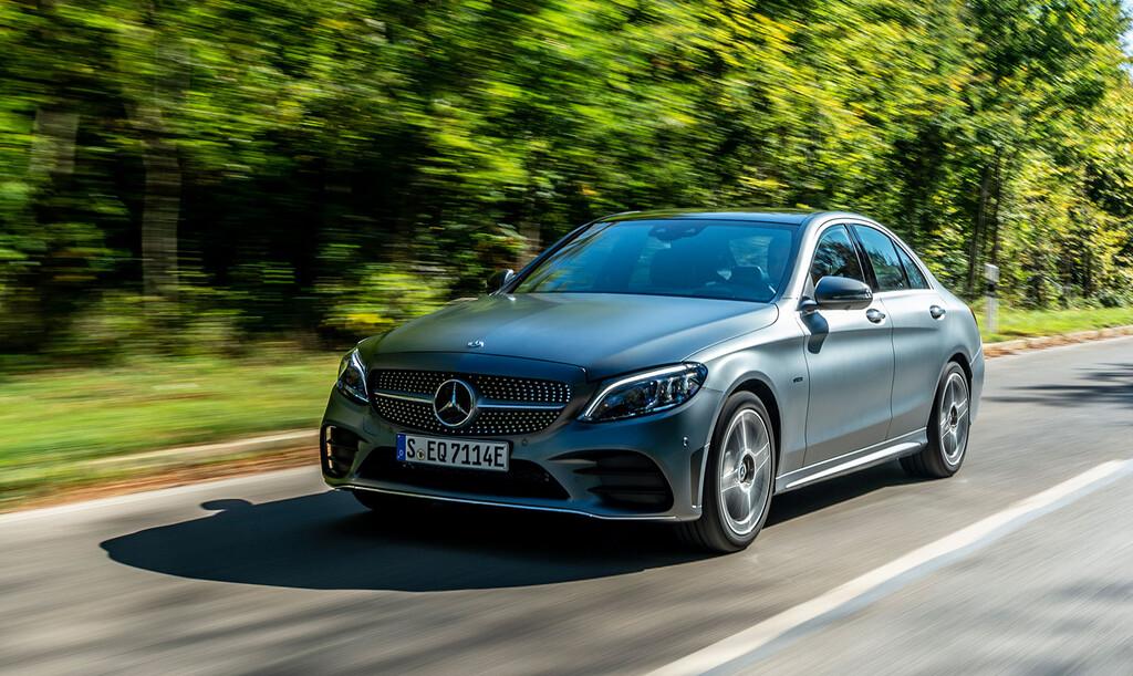 Probamos el Mercedes-Benz Clase C 300 e: una berlina híbrida enchufable que penaliza maletero para ganarse la etiqueta CERO