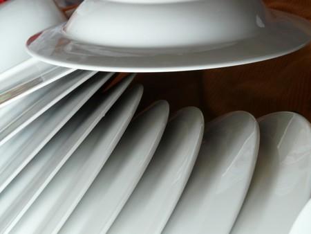 Cómo evitar la presencia de bacterias y malos olores en el lavavajillas