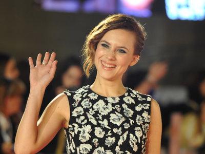 Aura Garrido de la mano de Dior levantan la alfombra roja del Festival de Cine de Málaga. ¡Qué poco glamour tiene esta año!