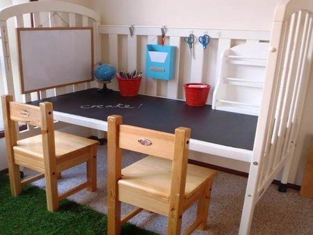 Una buena idea: convertir la cuna en escritorio para los niños
