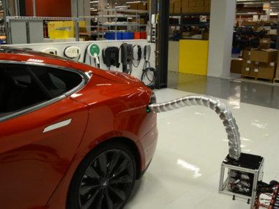 Tesla dice que sus coches serán capaces de cargarse solos... y nos lo demuestra en vídeo