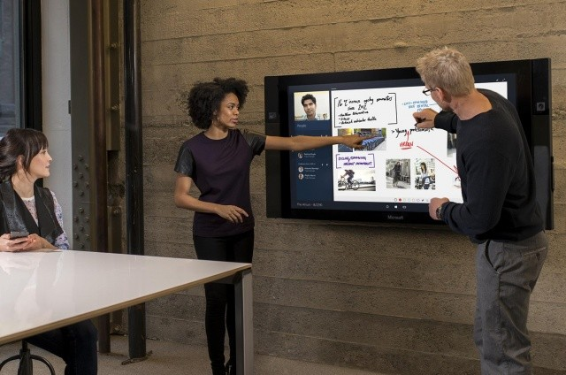 Microsoft Surface Hub 4284 Cropped A 640x0