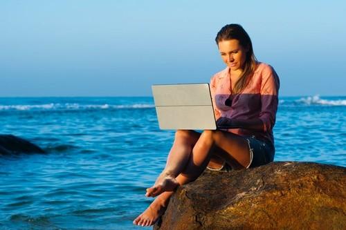 37 cursos online sobre tecnología en español y gratuitos para disfrutar este verano