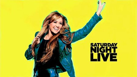 Miley Cyrus a lo Justin Bieber,... no, a lo Lindsay Lohan,... no, a lo Vanessa Hudgens... Vaya lío en 'SNL'