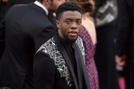 Chadwick Boseman homenajea a su personaje en la alfombra roja de los premios Oscar