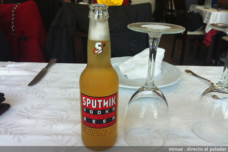 Sputnik, cata de cerveza con vodka
