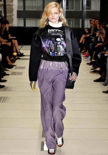 La moda galáctica de Balenciaga un poquito más cerca
