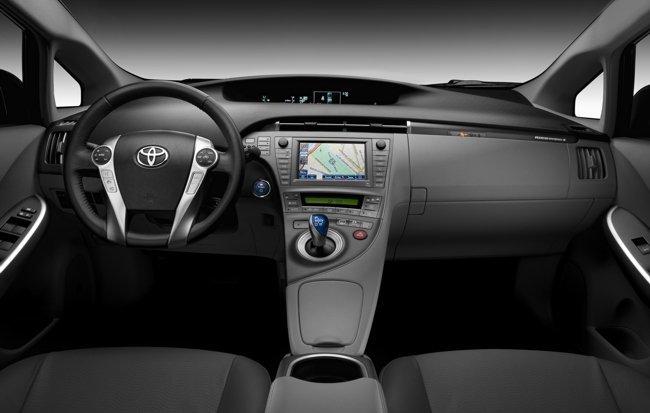 Toyota-Prius-Plug-in-int-01