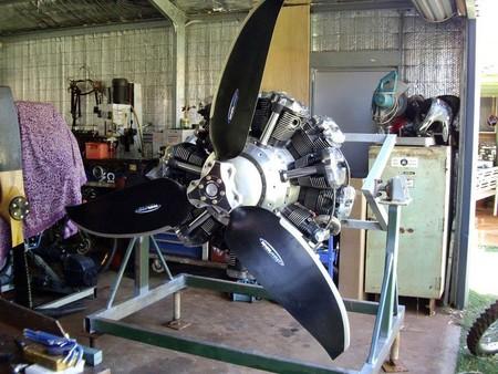 La monstruosidad de Russell Sutton: siete motores de Yamaha XV1700, 14 cilindros, 700 cv y una hélice