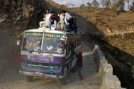 Nepal: viajar en el techo de un autobús