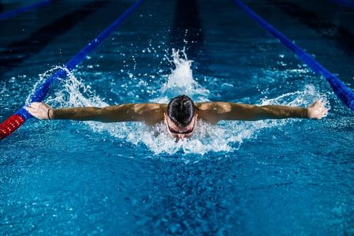 Cinco ejercicios que puedes hacer fuera del agua para mejorar tus resultados en natación