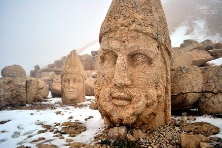 Monte Nemrut, cabezas de piedra gigantes en un santuario Patrimonio Mundial UNESCO