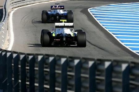 Button-Rosberg-pit-lane.jpg
