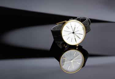 Dome Gold de AÃRK Collective: un reloj `sin marca´ en la cúpula dorada de la belleza