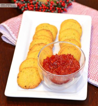 Galletas de queso con chutney de pimientos. Receta de botana para Navidad