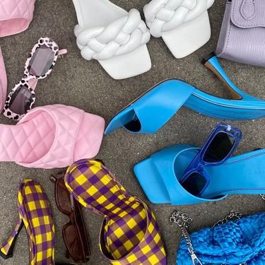 Nueve sandalias de tacón a todo color perfectas para vestir los pies este verano 2020