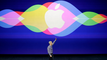 """""""Lo mejor está por venir"""": Tim Cook nos pone los dientes largos hablando sobre el décimo aniversario del iPhone"""