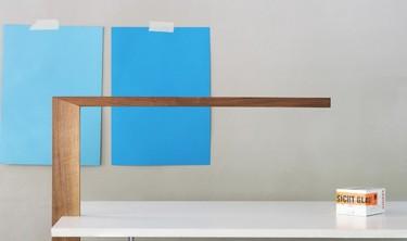 Timp, una lámpara minimalista que desafía la gravedad