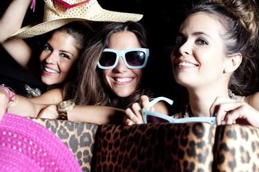"""El """"otro"""" negocio de las bloggers: vender las prendas que les regalan"""