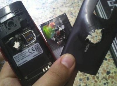 Un Nokia X2 salva la vida de su dueño en el conflicto sirio al parar una bala