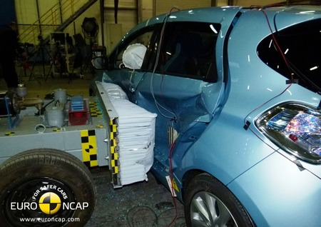Renault ZOE choque lateral Euro NCAP 02 HR