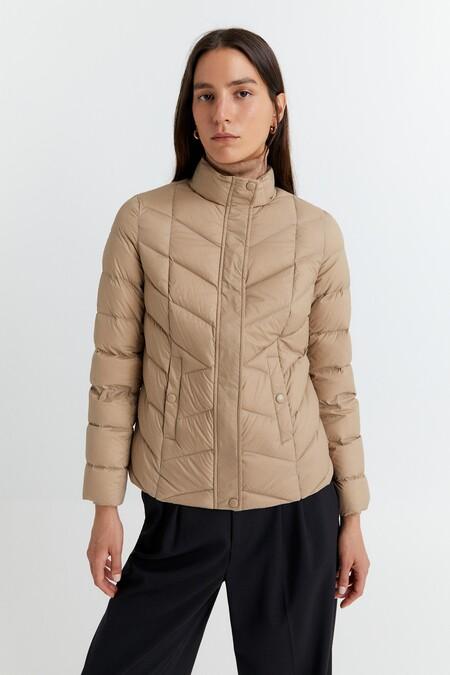 https://www.sfera.com/es/rebajas-mujer/abrigos-y-chaquetas/966051b/02697/