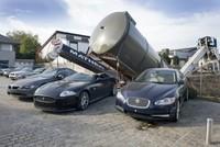 Dolorpasión™: La grúa que cayó sobre un Jaguar XKR-S