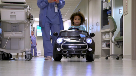 En este hospital, los niños entran al quirófano sobre ruedas