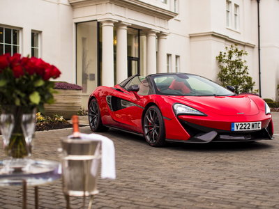Este McLaren 570S Spider MSO Red Vermillion es el regalo perfecto para celebrar San Valentín