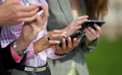 Deloitte estima que los jóvenes de entre 18 y 24 años consultan sus smartphones 53 veces al día