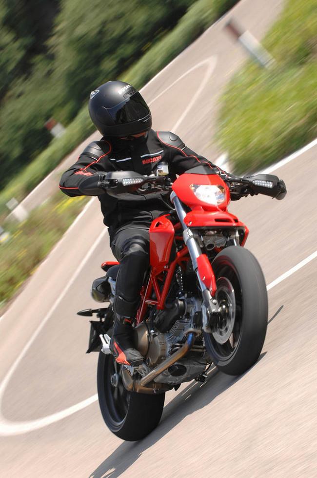 Foto de Ducati Hypermotard (12/27)
