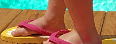 El uso prolongado de chanclas y zuecos de goma podría dañar los pies y la columna de los niños