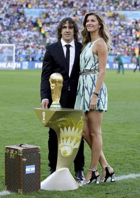 Shakira y Gisele Bundchen en la final del Mundial: dos estilos muy diferentes