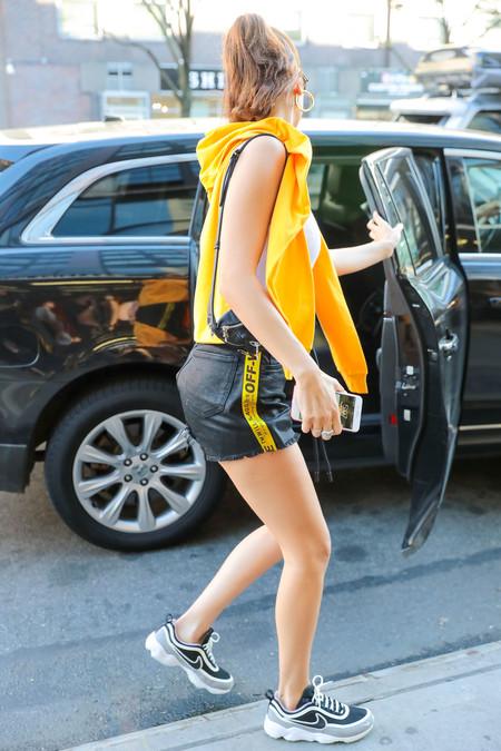 bella hadid look estilismo outfit street style