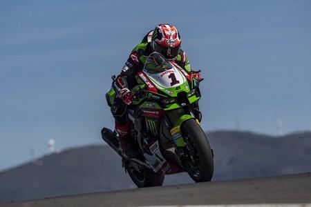 Jonathan Rea se redime y reactiva el mundial de Superbikes tras una extraña caída de Toprak Razgatlioglu