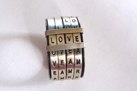 Love Ring, un anillo con mensajes románticos ocultos