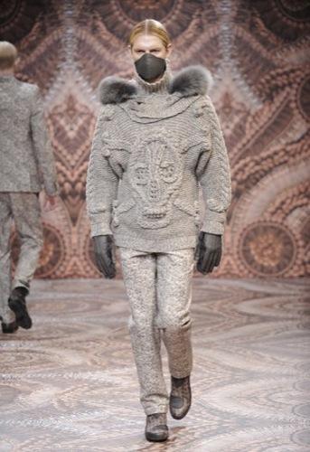 Alexander McQueen, Otoño-Invierno 2010/2011 en la Semana de la Moda de Milán, calavera