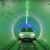 Elon Musk inventa el metro (con menos vagones, para menos pasajeros, mucho menos eficiente)