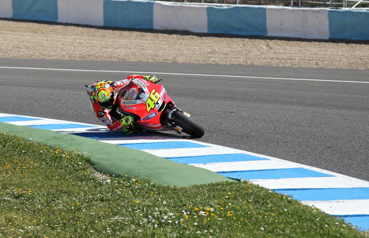 Foto de Las imágenes de Valentino Rossi sobre la Ducati Desmosedici GP12 (6/8)