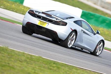 Prueba de aceleración: McLaren MP4-12C vs Ferrari 458 Italia vs Porsche 997 Turbo. ¿Quién ganará?