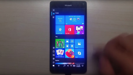 El Lumia 950 XL sigue de plena actualidad: logran que Windows 10 ARM64 funcione en el antiguo terminal de Microsoft