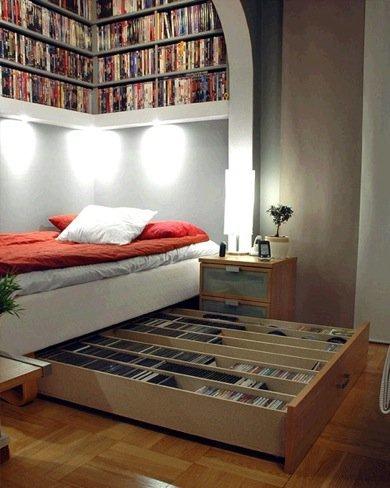 Una buena idea: aprovechar el espacio bajo la cama y sobre ella