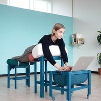 """Si alguna vez has """"soñado"""" con trabajar cómodamente desde tu cama presta atención a esta colección de muebles"""