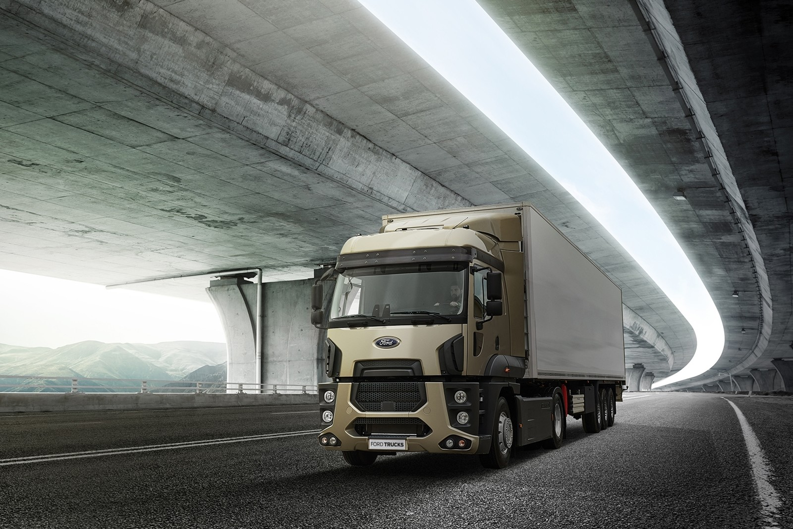 Ford Trucks F-MAX 2019, contacto