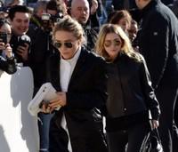 Entre el anillaco de Mary-Kate Olsen y el propio desfile de Louis Vuitton, Paris estaba que ardía