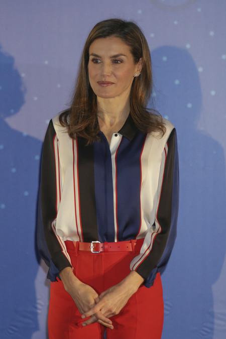 Doña Letizia estrena look en tonos rojos, sin duda su color