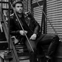 Liam Hemsworth prestará su cuerpo serrano para la fragancia Only The Brave