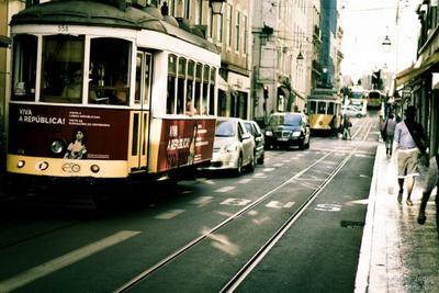 Tres tarjetas para ahorrar en tu viaje a Lisboa: transporte, entradas, restaurantes y compras.